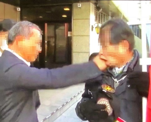 한학자 일본 통일교, 1인 시위 중인 문형진 통일교 신도 폭행
