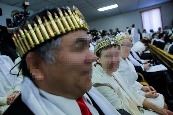 문형진 통일교, 반자동 소총 들고 합동결혼식 진행